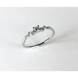 Jemný stříbrný prsten se zirkony