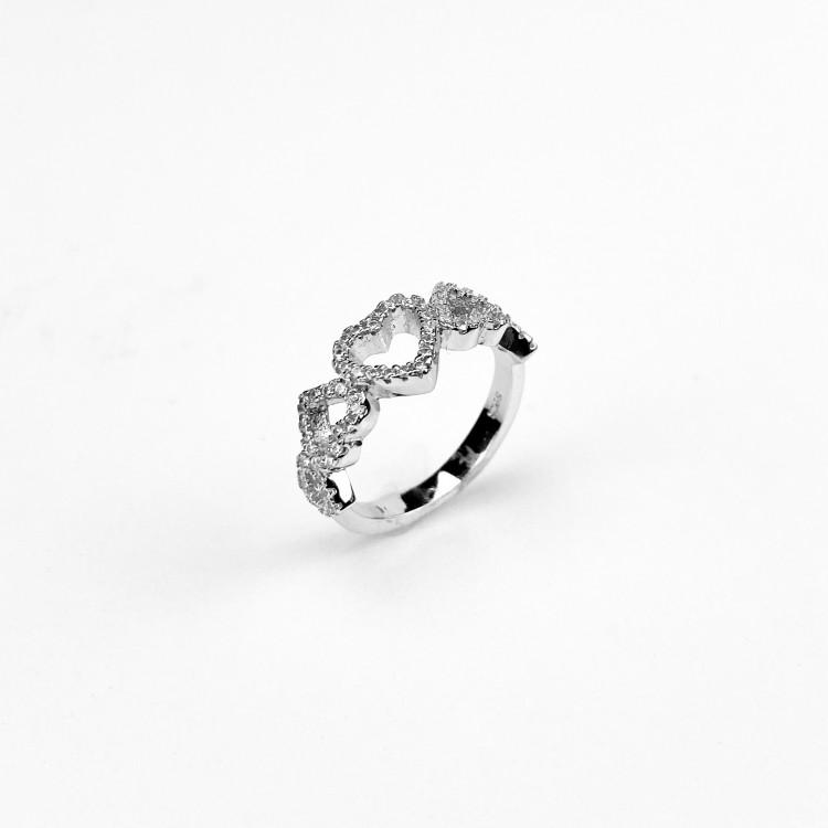 Nádherný stříbrný prstýnek