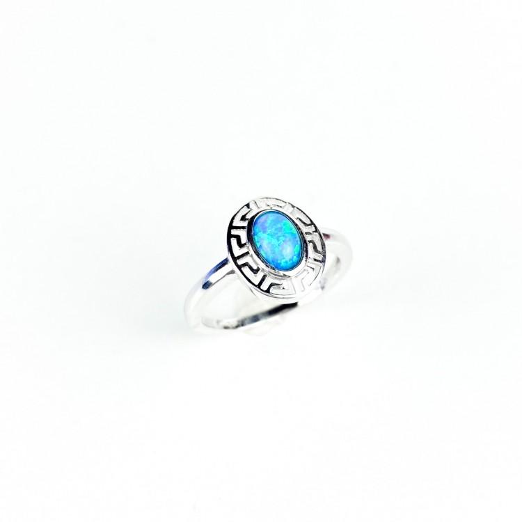 Stříbrný prstýnek o opálem